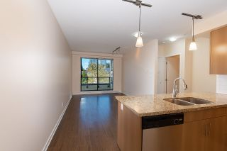 """Photo 5: 301 5211 GRIMMER Street in Burnaby: Metrotown Condo for sale in """"OAKTERRA"""" (Burnaby South)  : MLS®# R2364778"""