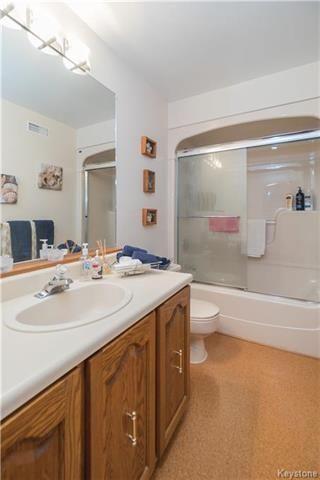 Photo 12: 105 Oakbank Drive: Oakbank Residential for sale (R04)  : MLS®# 1801130