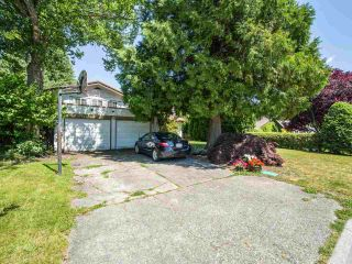 Photo 3: 5077 ERIN WAY in Tsawwassen: Pebble Hill House for sale : MLS®# R2472914