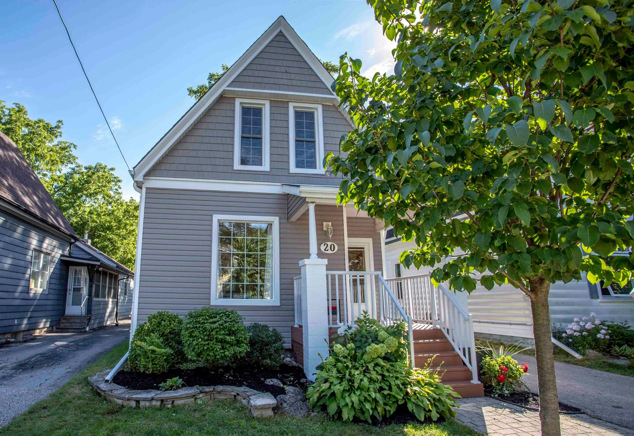 Main Photo: 20 THORNTON Avenue in London: Property for sale : MLS®# 40009840