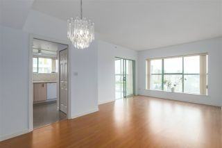 """Photo 4: 1706 909 BURRARD Street in Vancouver: West End VW Condo for sale in """"Vancouver Tower"""" (Vancouver West)  : MLS®# R2363575"""