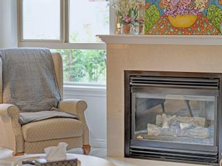 Photo 5: 105 121 Aldersmith Pl in : VR Glentana Condo for sale (View Royal)  : MLS®# 885689
