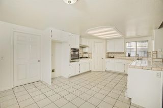 Photo 8: 331 Beaumont Ct in Vista: Residential for sale (92084 - Vista)  : MLS®# 170045073