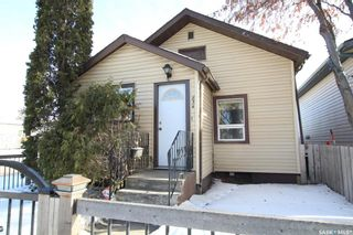 Photo 1: 834 H Avenue North in Saskatoon: Caswell Hill Residential for sale : MLS®# SK800164