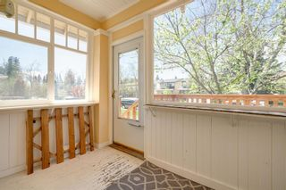 Photo 4: 3118 39 Street SW in Calgary: Glenbrook Detached for sale : MLS®# A1105435