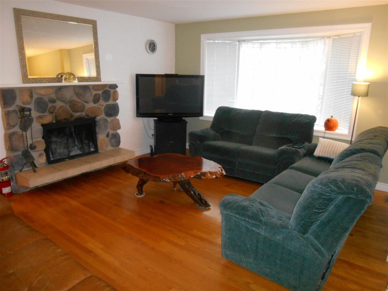 Photo 2: Photos: 1955 GARDEN Drive in Prince George: Seymour House for sale (PG City Central (Zone 72))  : MLS®# R2120742
