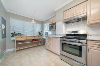 """Photo 4: 4794 WILLOWDALE Place in Burnaby: Greentree Village Townhouse for sale in """"Greentree Village"""" (Burnaby South)  : MLS®# R2590442"""