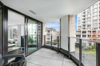 """Photo 1: 305 5470 ORMIDALE Street in Vancouver: Collingwood VE Condo for sale in """"WALL CENTRE CENTRAL PARK"""" (Vancouver East)  : MLS®# R2555276"""