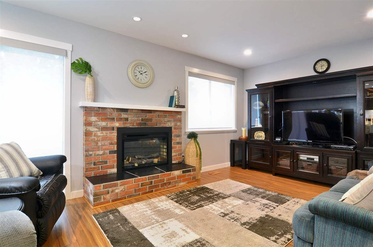Photo 16: Photos: 19817 48A AVENUE in Langley: Langley City House for sale : MLS®# R2248083