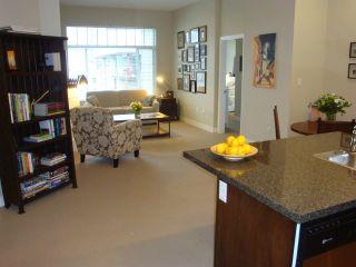 Photo 3: 402 2353 MARPOLE Avenue in Port Coquitlam: Central Pt Coquitlam Condo for sale : MLS®# R2039926