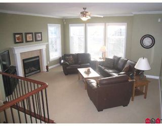 """Photo 1: 3360 HARVEST Drive in Abbotsford: Abbotsford East House for sale in """"THE HIGHLANDS"""" : MLS®# F2832214"""