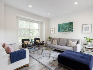 """Main Photo: 4 3022 SUNNYHURST Road in North Vancouver: Lynn Valley Townhouse for sale in """"Ross Residence"""" : MLS®# R2491595"""