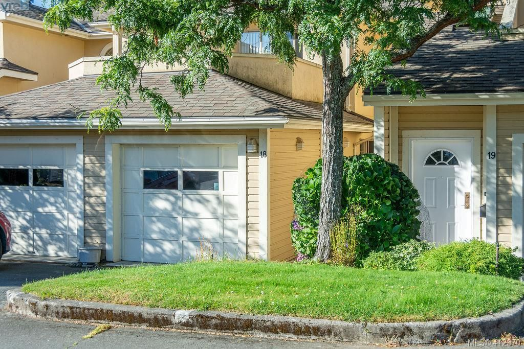Main Photo: 18 909 Admirals Rd in VICTORIA: Es Esquimalt Row/Townhouse for sale (Esquimalt)  : MLS®# 817681