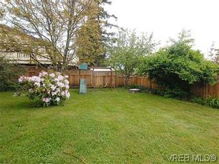 Photo 18: 104 Burnett Rd in VICTORIA: VR View Royal House for sale (View Royal)  : MLS®# 573220