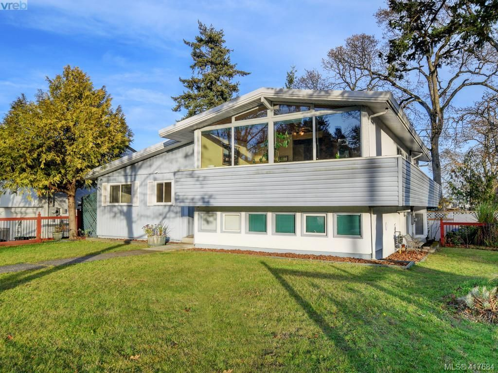Main Photo: 721 PORTER Rd in VICTORIA: Es Old Esquimalt House for sale (Esquimalt)  : MLS®# 828633