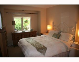 """Photo 5: 1558 BOWSER Avenue in North Vancouver: Norgate Townhouse for sale in """"ILLAHEE"""" : MLS®# V803021"""