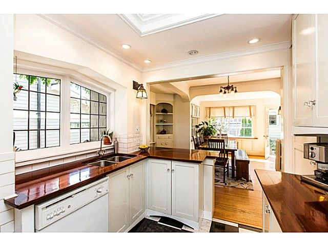 """Photo 8: Photos: 402 SIXTH Avenue in New Westminster: Queens Park House for sale in """"QUEEN'S PARK"""" : MLS®# V1083749"""