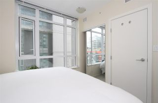 Photo 6: 701 89 W 2nd Street in : False Creek Condo for sale (Vancouver West)  : MLS®# R2056301