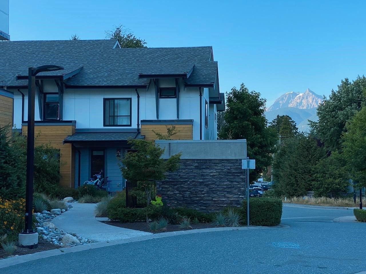 """Main Photo: 36 1188 MAIN Street in Squamish: Downtown SQ Townhouse for sale in """"Soleil"""" : MLS®# R2617496"""