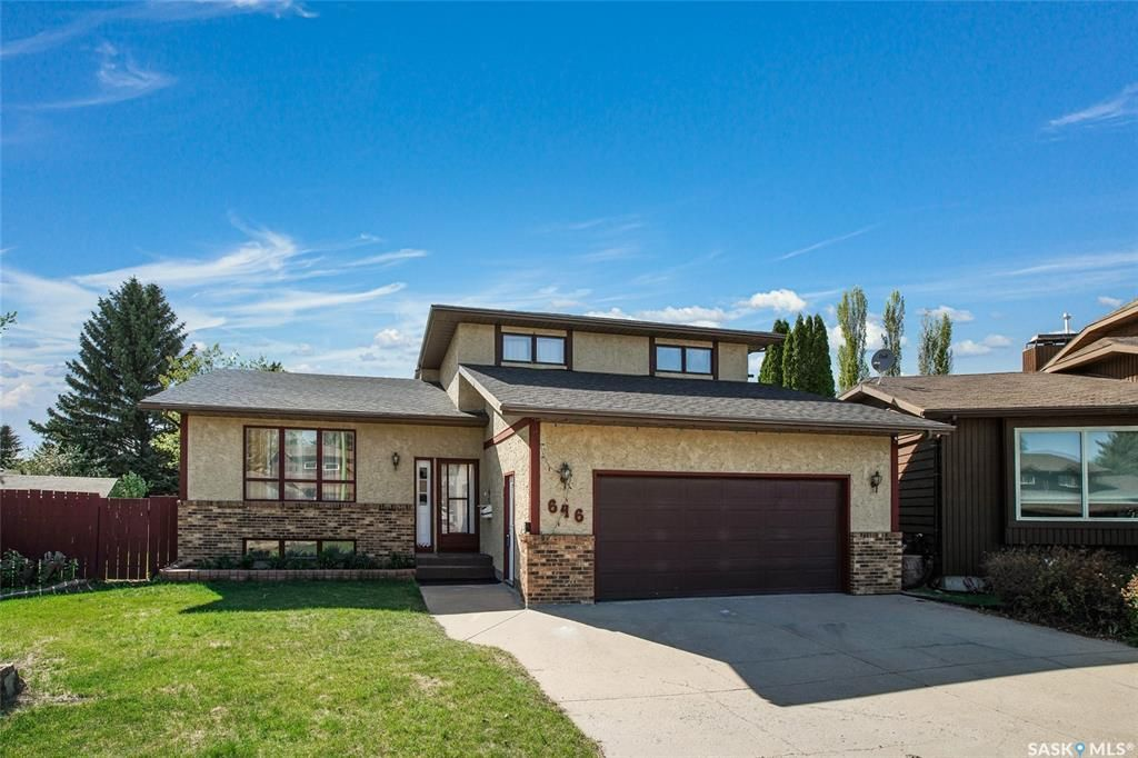 Main Photo: 646 Delaronde Place in Saskatoon: Lakeview SA Residential for sale : MLS®# SK855751