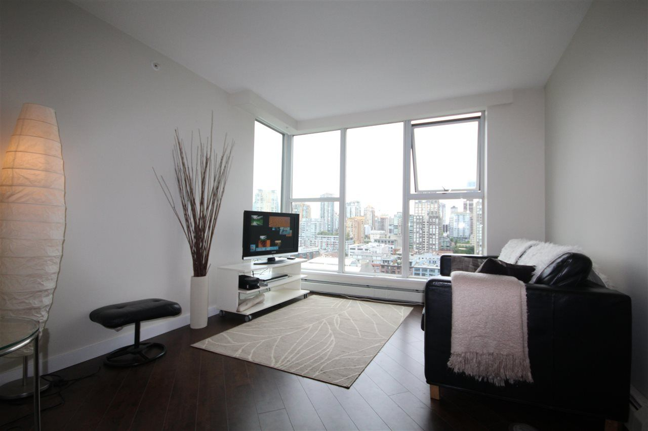 "Main Photo: 2002 1009 EXPO Boulevard in Vancouver: Yaletown Condo for sale in ""LANDMARK 33"" (Vancouver West)  : MLS®# R2090524"