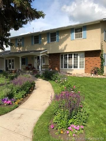 Main Photo: 202 5 Avenue in Three Hills: NONE Residential for sale : MLS®# A1070772
