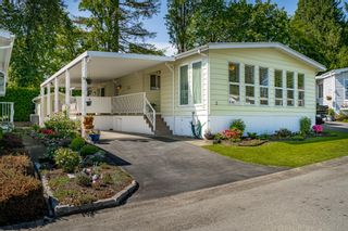 """Photo 1: 2 13507 81 Avenue in Surrey: Queen Mary Park Surrey Manufactured Home for sale in """"Park Boulevard Estates"""" : MLS®# R2460822"""