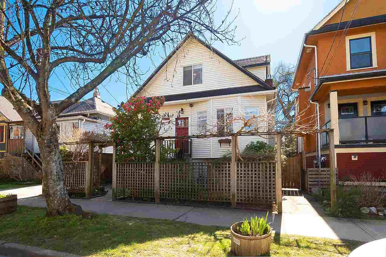 Main Photo: 614 E 14TH Avenue in Vancouver: Mount Pleasant VE House for sale (Vancouver East)  : MLS®# R2446577