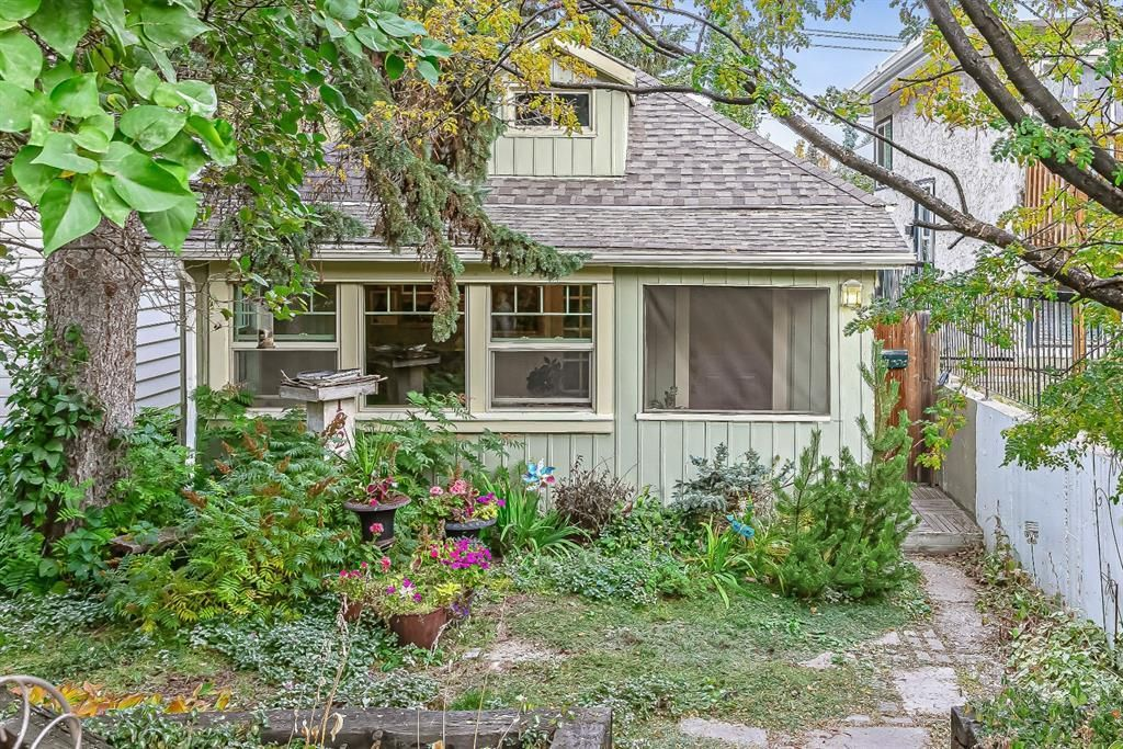 Main Photo:  in Calgary: South Calgary Detached for sale : MLS®# A1040899