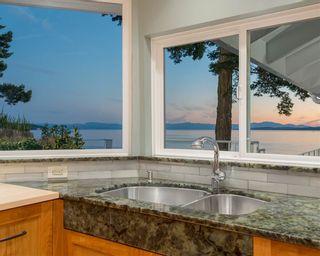 Photo 8: 11113 SUNSHINE COAST Highway in Halfmoon Bay: Halfmn Bay Secret Cv Redroofs House for sale (Sunshine Coast)  : MLS®# R2537674