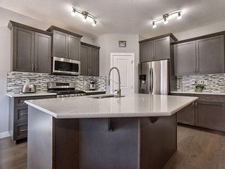 Photo 3: 1737 Baywater Drive SW: Airdrie Detached for sale : MLS®# A1095792