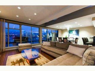 Photo 1: 765 1515 W 2nd Avenue in vancouver: Condo for sale : MLS®# V825669