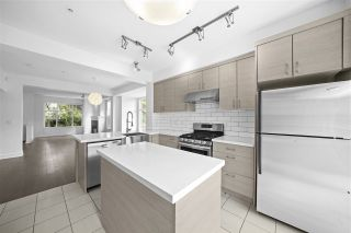"""Photo 5: 990 W 58TH Avenue in Vancouver: South Cambie Townhouse for sale in """"Churchill Gardens"""" (Vancouver West)  : MLS®# R2472481"""