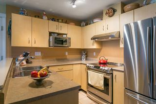 """Photo 5: 322 332 LONSDALE Avenue in North Vancouver: Lower Lonsdale Condo for sale in """"CALYPSO"""" : MLS®# R2275459"""