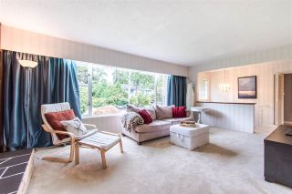 Photo 3: 1205 EASTVIEW Road in North Vancouver: Westlynn House for sale : MLS®# R2409324