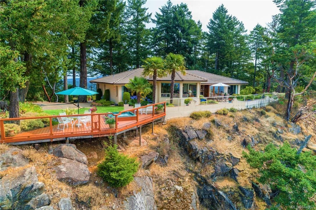 Main Photo: 5802 Pirates Rd in Pender Island: GI Pender Island House for sale (Gulf Islands)  : MLS®# 844907