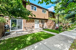 Photo 1: 60 287 SOUTHAMPTON Drive SW in Calgary: Southwood Row/Townhouse for sale : MLS®# A1120108