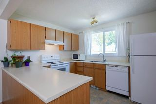 Photo 19: 332 Queenston Heights SE in Calgary: Queensland Row/Townhouse for sale : MLS®# A1114442