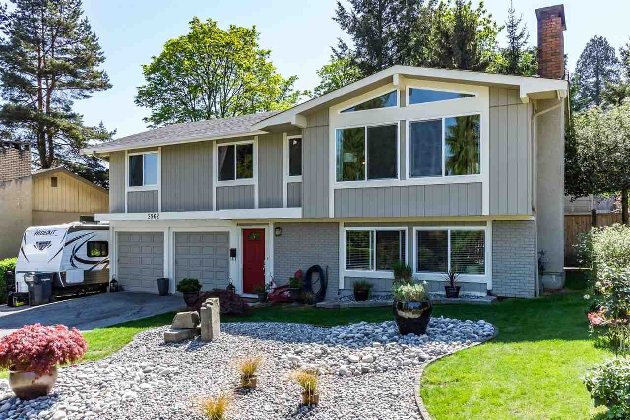 """Main Photo: 2962 ADMIRAL Court in Coquitlam: Ranch Park House for sale in """"RANCH PARK"""" : MLS®# R2060375"""