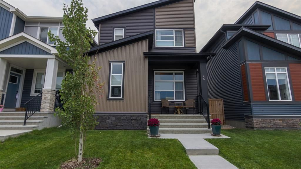 Main Photo: 46 Wolf Creek Manor SE in Calgary: C-281 Detached for sale : MLS®# A1145612