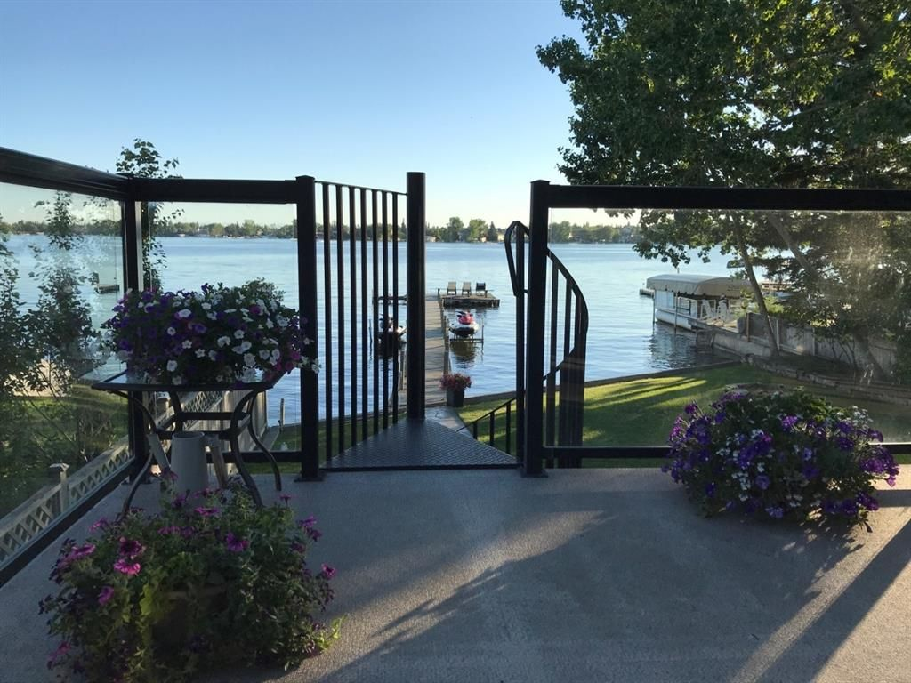 Main Photo: 291 EAST CHESTERMERE Drive: Chestermere Detached for sale : MLS®# A1060865