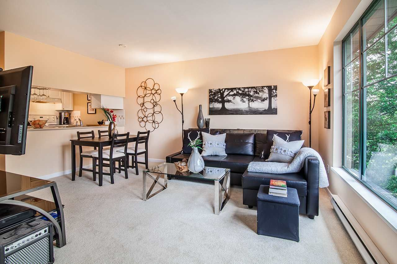 """Photo 3: Photos: 409 929 W 16TH Avenue in Vancouver: Fairview VW Condo for sale in """"OAKVIEW GARDENS"""" (Vancouver West)  : MLS®# R2189624"""