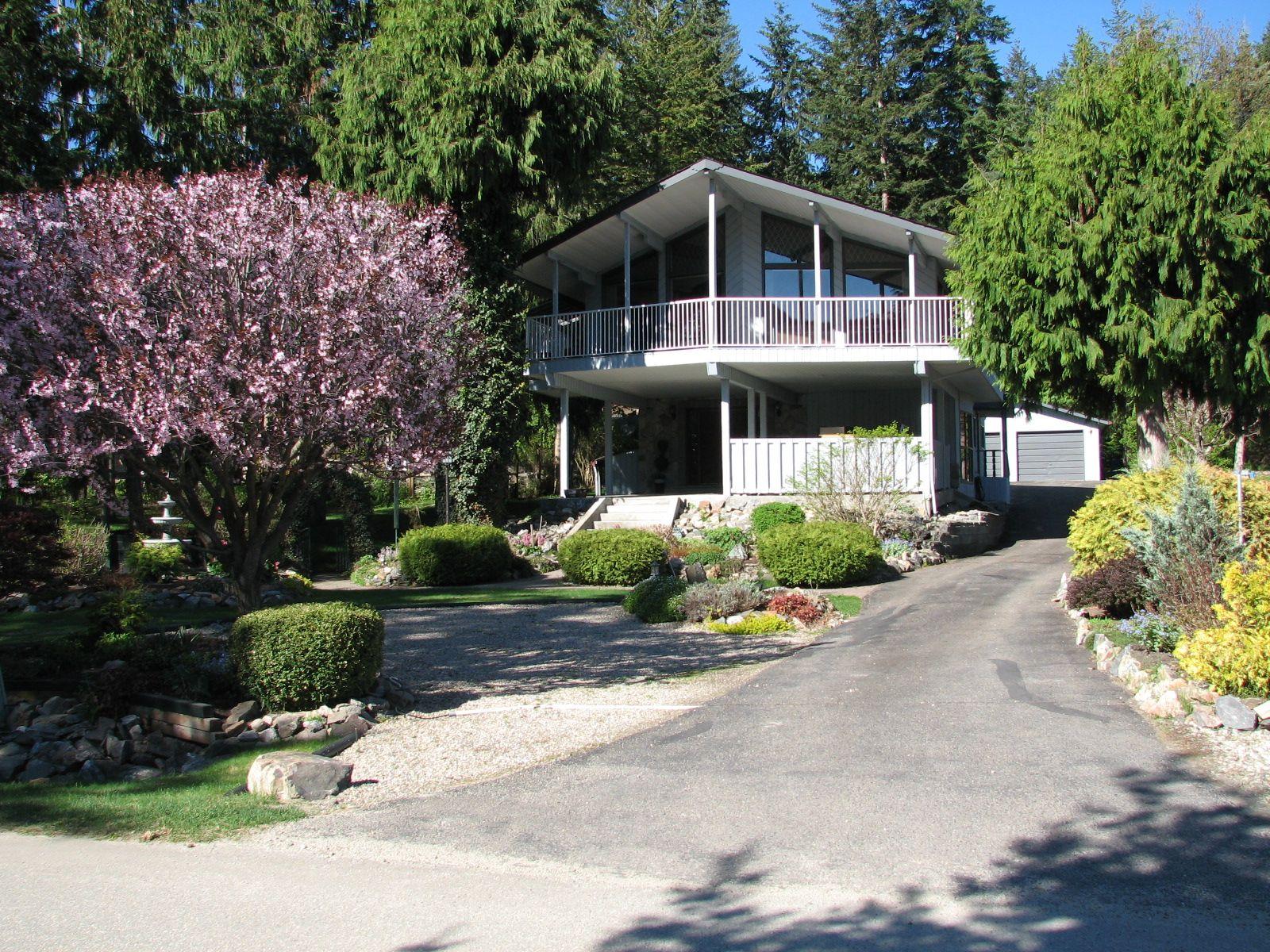 Main Photo: 2911 Juniper cres in Sorrento: Blind Bay House for sale (Shuswap)  : MLS®# 10230976