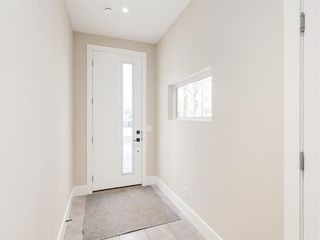 Photo 2: 415 7 Street NW in Calgary: Sunnyside Row/Townhouse for sale : MLS®# A1062730