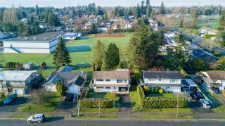 """Photo 5: 6105 175A Street in Surrey: Cloverdale BC House for sale in """"Cloverdale"""" (Cloverdale)  : MLS®# R2230143"""