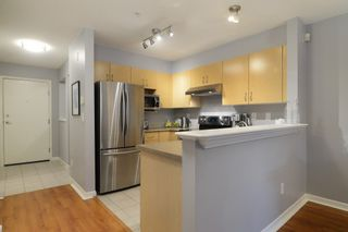 """Photo 3: 212 147 E 1ST Street in North Vancouver: Lower Lonsdale Condo for sale in """"The Coronado"""" : MLS®# R2136630"""