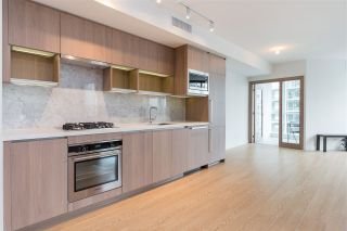 "Photo 6: 1720 68 SMITHE Street in Vancouver: Downtown VW Condo for sale in ""ONE PACIFIC"" (Vancouver West)  : MLS®# R2401692"