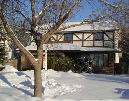 Main Photo: 19 HUNTERSPOINT Road in WINNIPEG: Charleswood Single Family Detached for sale (South Winnipeg)  : MLS®# 2600455