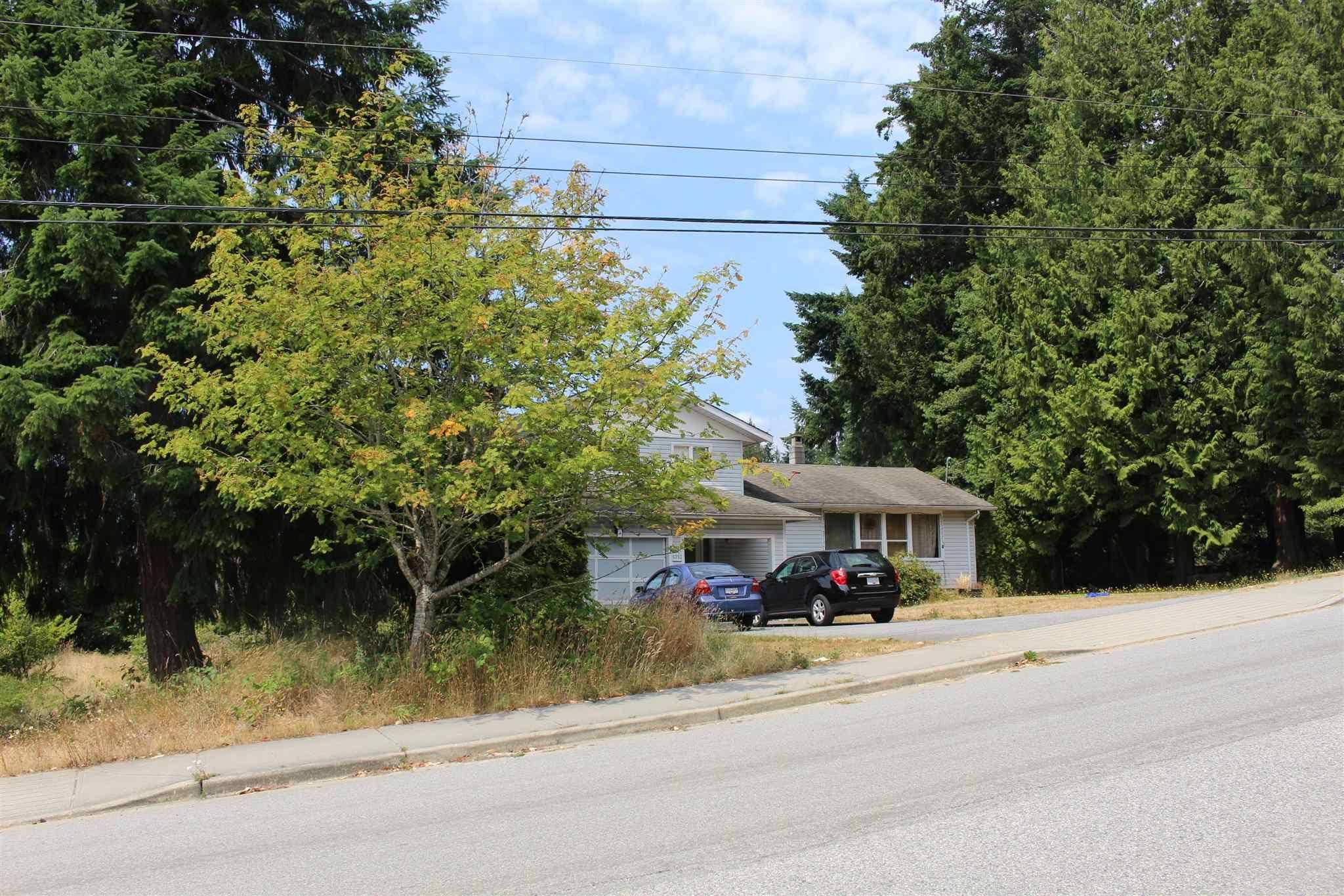 "Main Photo: 5751 NICKERSON Road in Sechelt: Sechelt District House for sale in ""WEST SECHELT"" (Sunshine Coast)  : MLS®# R2600292"