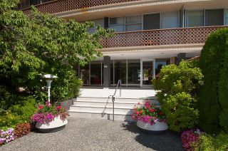 """Photo 6: 505 2135 ARGYLE Avenue in West Vancouver: Dundarave Condo for sale in """"THE CRESCENT"""" : MLS®# R2620347"""